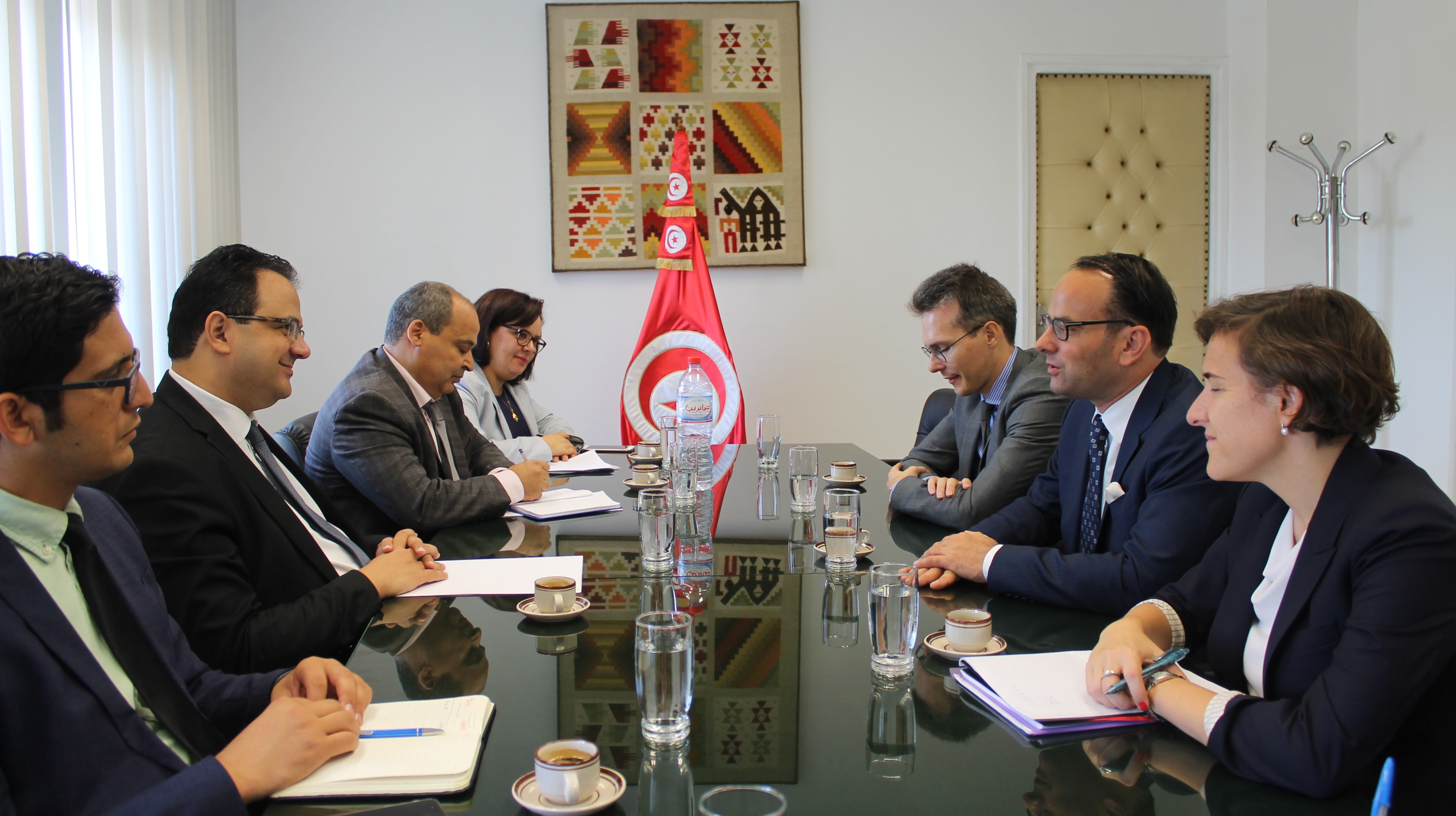 جانب من لقاء وزير التنمية والاستثمار والتعاون الدولي مع بعثة صندوق النقد الدولي إلى تونس